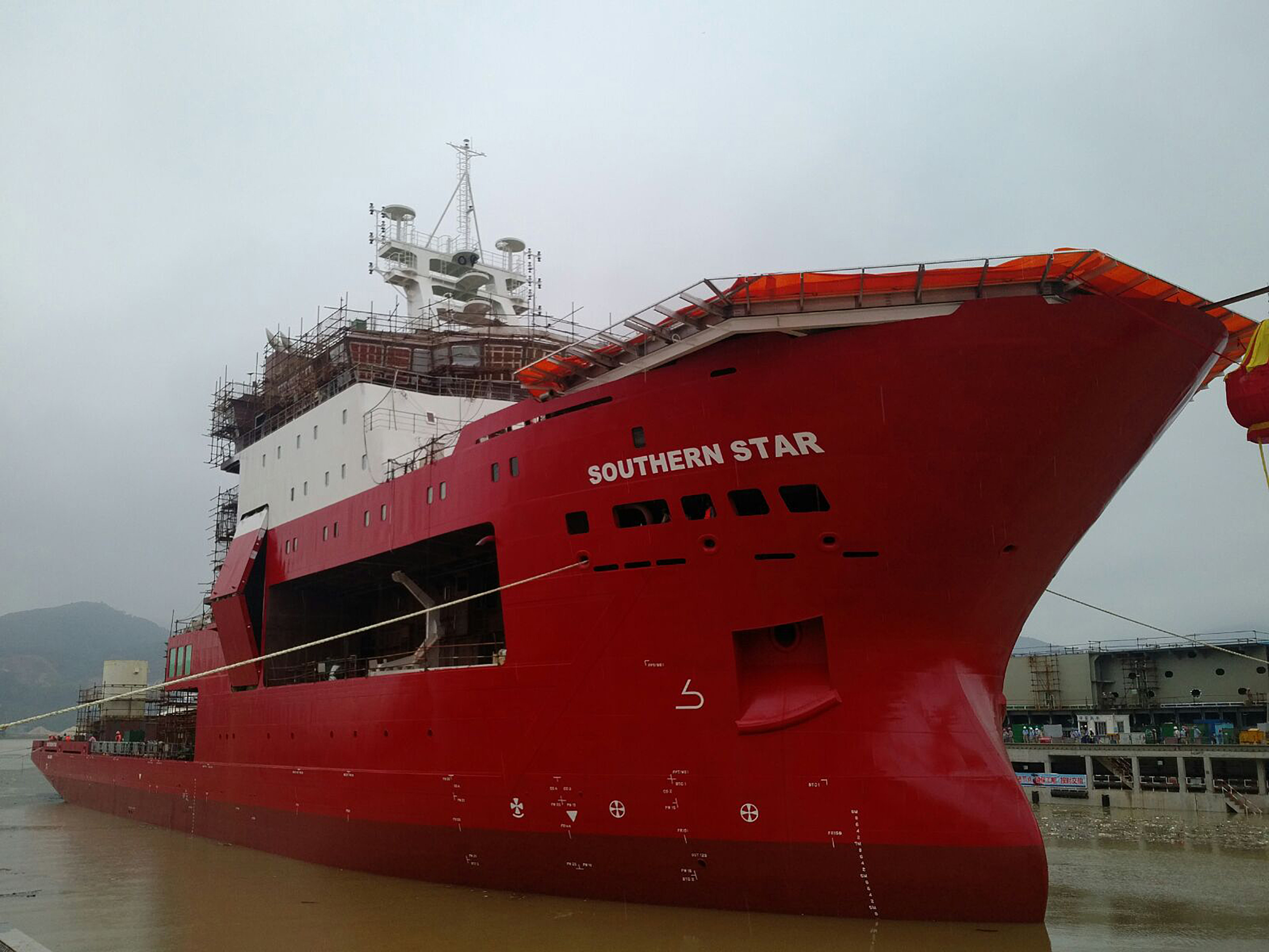"Advanced DSV ""Southern Star"" Launched"